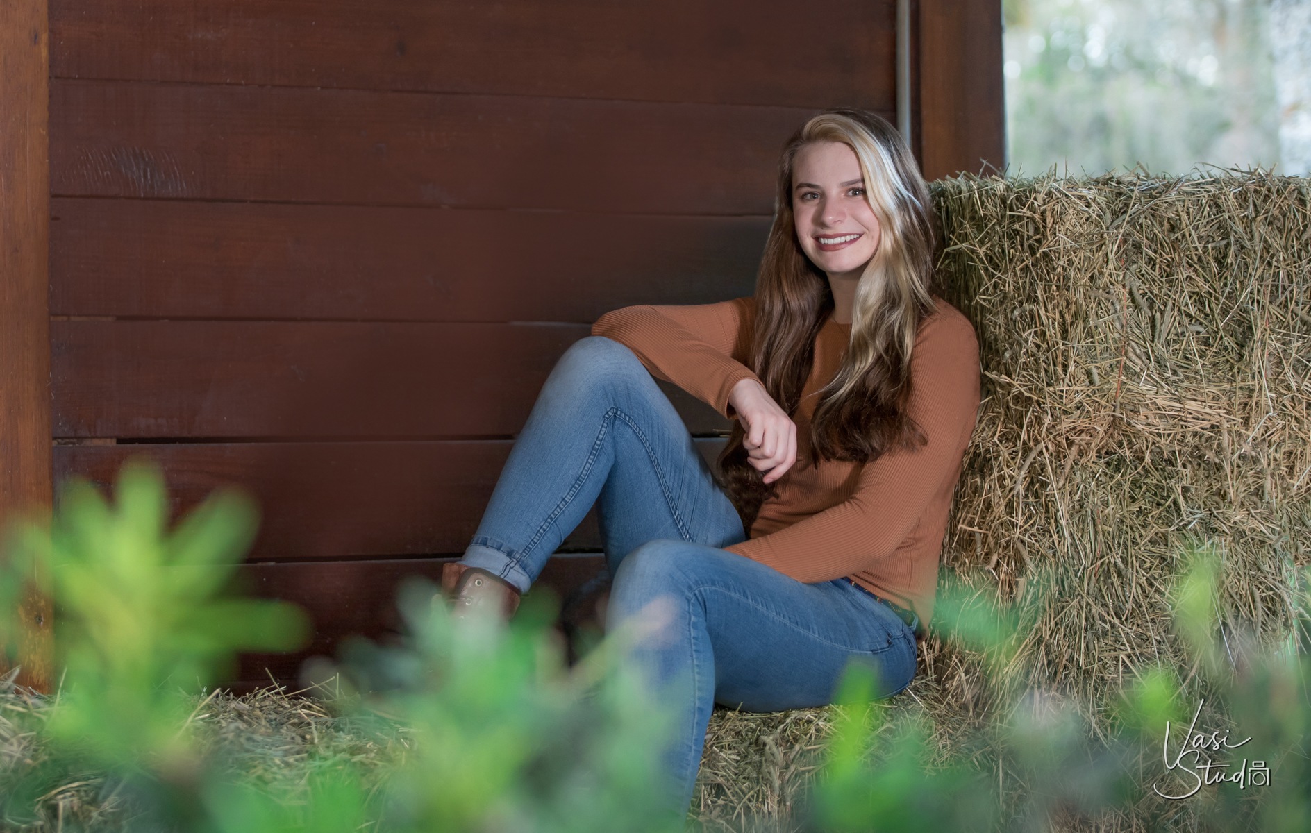 Custom senior portraits in Palm Beach County, FL.